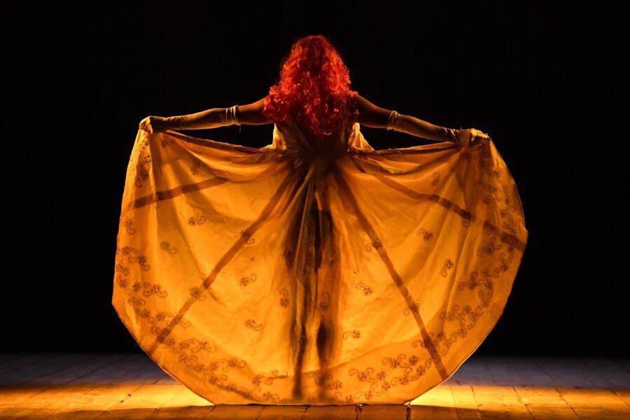 """""""Bestiario Teatrale"""", 20 anni di storia sul palco di Emma Dante: in mostra gli oggetti di scena"""