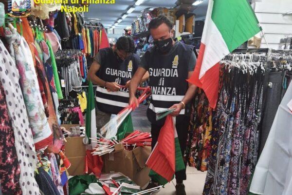 A Napoli i gadget pezzotti per tifare l'Italia agli Europei: sequestrati un milione e mezzo di articoli