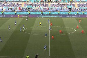 Calciatori inginocchiati prima del fischio d'inizio: il perché del gesto e la polemica sull'Italia