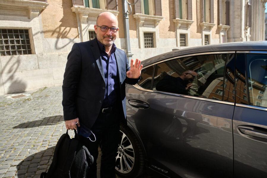 I 5 Stelle scaricano Cingolani: il ministro della Transizione ecologica 'voluto' da Grillo verso la sfiducia