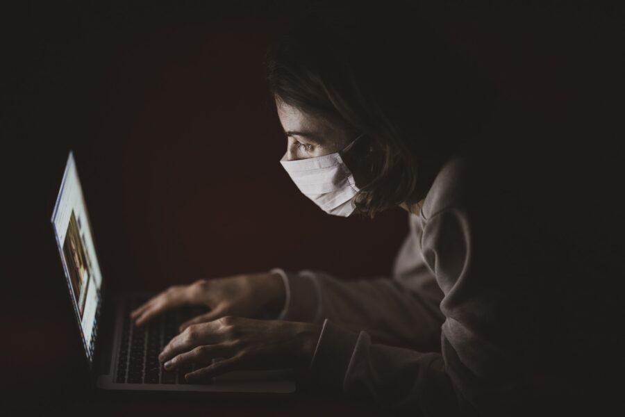 """Le conseguenze di pandemia e restrizioni sugli adolescenti: """"Uno su due soffre ansia, depressione e disturbi del sonno"""""""