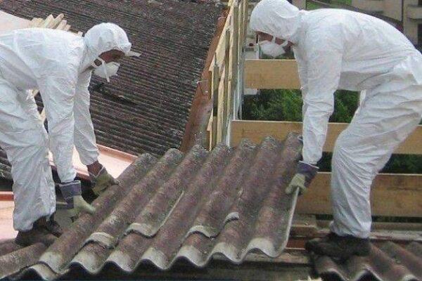 Operazioni di bonifica dell'amianto
