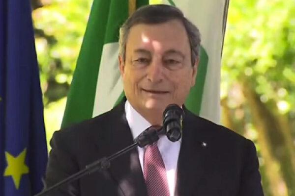 """Draghi esce da Roma e vede la ripresa: """"Ma serve unità e clima favorevole. Donne e giovani i più colpiti da pandemia"""""""