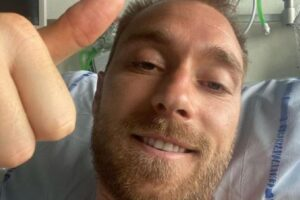 """La foto di Eriksen dall'ospedale dopo la paura: """"Sto bene, grazie per l'affetto"""""""