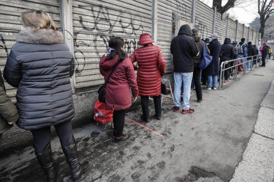 In Italia ci sono quasi sei milioni di poveri, ma per nessuno sono un'emergenza