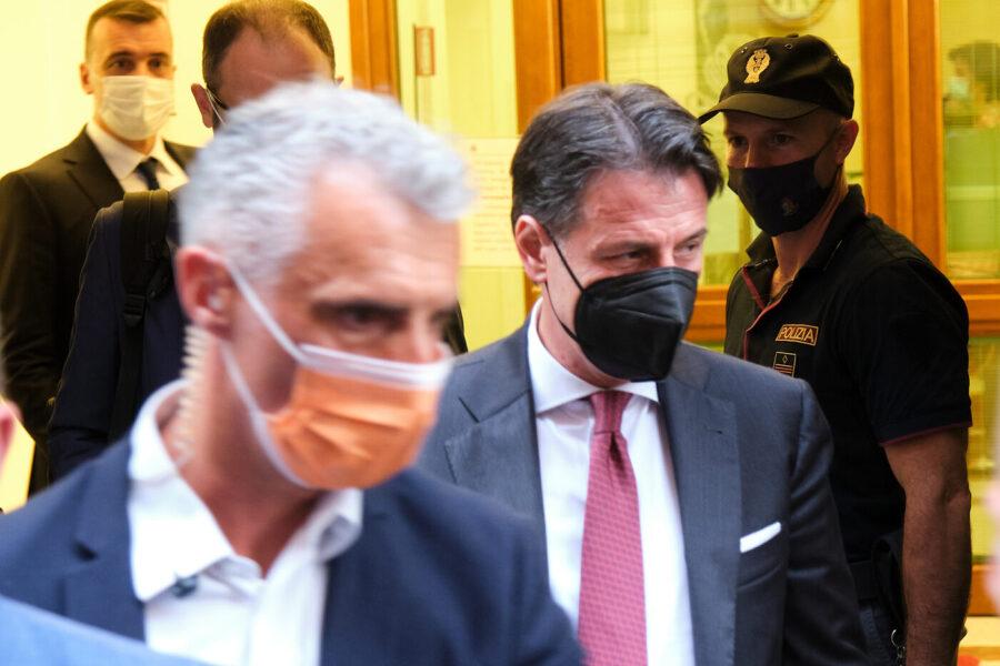 Conte cacciato da Grillo resta senza partito e si prepara a scalare il Pd