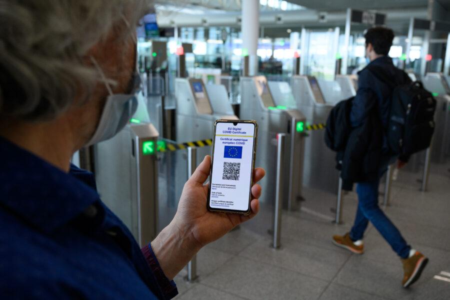 Green pass approvato dal Garante della privacy: ma è bocciato l'uso sull'app IO, si invece ad Immuni