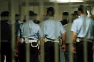 Le carceri scoppiano, inutile spettacolarizzazione l'arresto dei poliziotti 14 mesi dopo la mattanza
