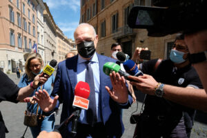 Chi è Enrico Michetti, candidato sindaco a Roma: avvocato e 'tribuno' delle radio collezionista di gaffe