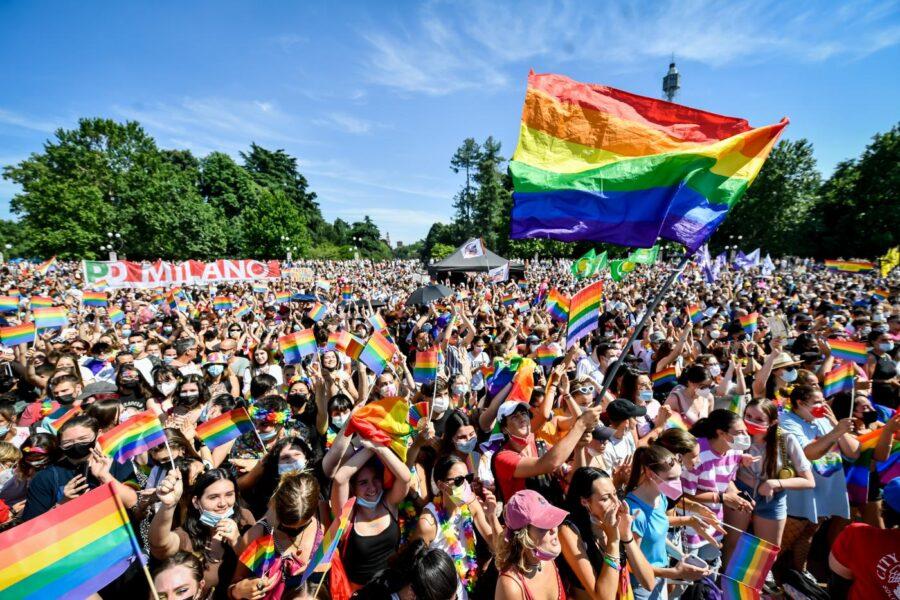 """Pride, migliaia in piazza in sei città. Zan: """"Italia decida da che parte stare"""""""