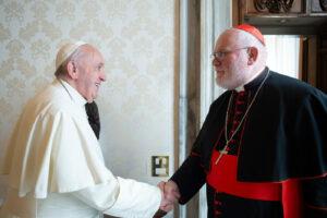 Papa Francesco respinge le dimissioni del cardinale Marx, ma la crisi resta