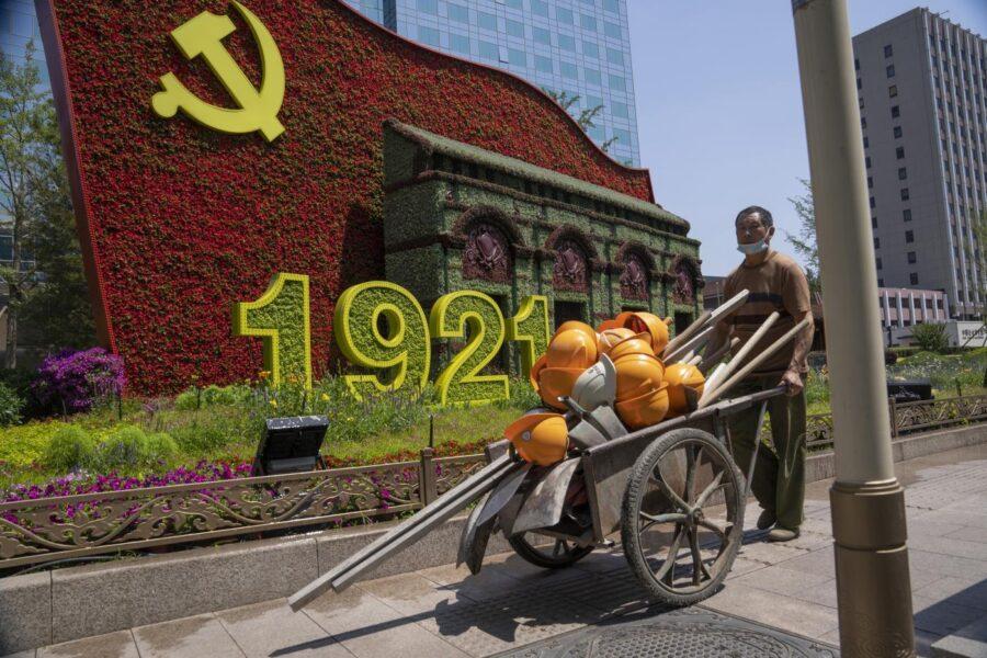Il Partito comunista cinese festeggia un secolo di vita. La ricetta? Crescita economica, adattabilità e repressione