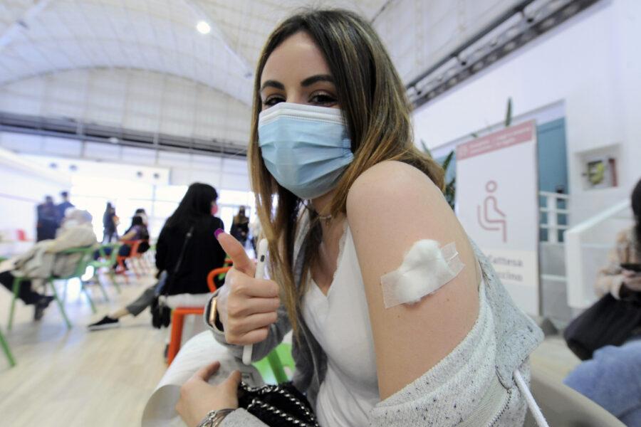 """Vaccini contro il Covid, lo studio dell'Iss: """"Dopo 105 – 122 giorni il rischio si riduce dell'80%"""""""