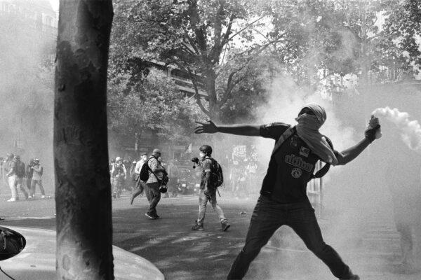 """""""Mentre passiamo bruciando"""", il racconto su chi credeva nella rivoluzione degli anni Settanta"""