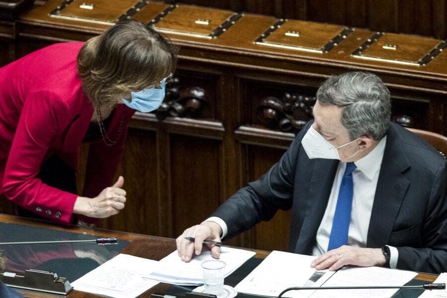"""Riforma della giustizia, Draghi piega i grillini: """"O la votate o tutti a casa"""""""