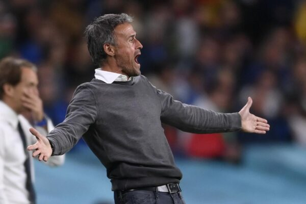 """Luis Enrique esce """"con honor"""", l'allenatore della Spagna conquista tutti: """"Tiferò Italia in finale"""":"""