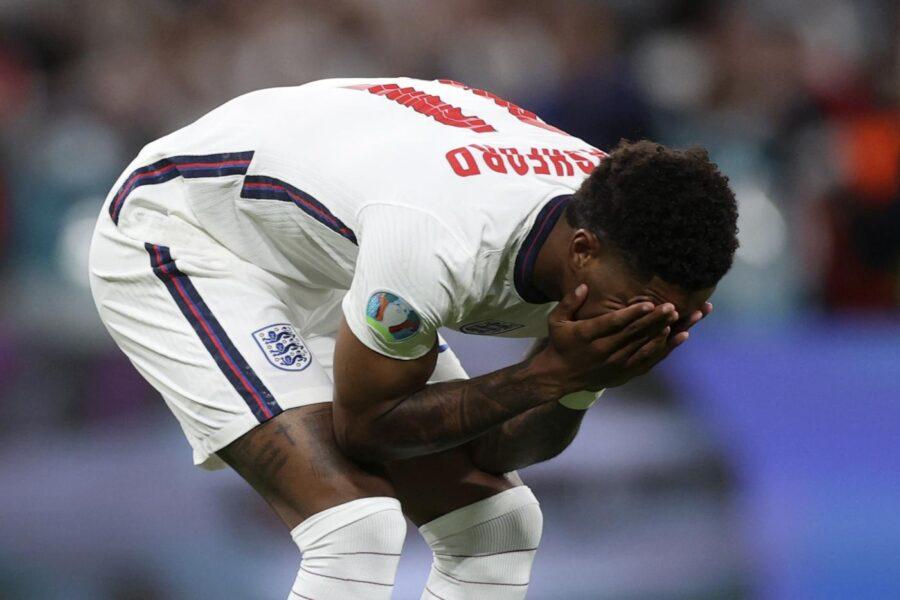 """Insulti razzisti ai calciatori inglesi dopo la sconfitta ai rigori: """"Meritano di essere trattati da eroi"""""""