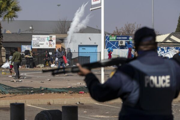 Sudafrica a ferro e fuoco: almeno 72 morti nelle proteste per l'arresto dell'ex presidente Zuma