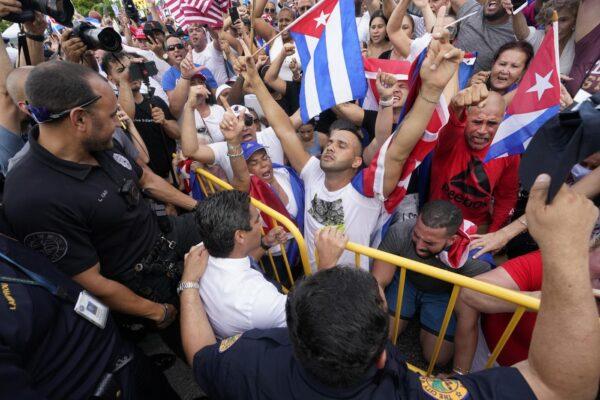 Perché a Cuba è rivolta contro la rivoluzione: basta balle su Castro