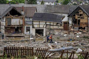 Disastro maltempo in Germania, almeno 58 morti e decine di dispersi: in 200mila senza elettricità