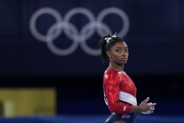 Chi è Simone Biles, la ginnasta americana che si è ritirata da due gare alle Olimpiadi