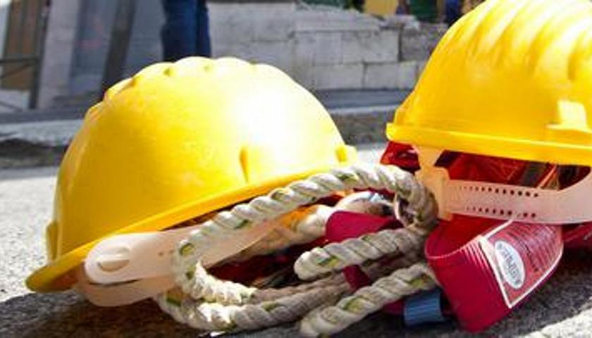 Napoli, operaio perde l'equilibrio e precipita dal quarto piano: dolore per la morte di Ciro Cammarota