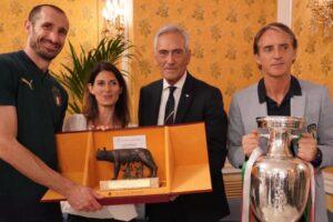 """Raggi premia la Nazionale: """"Roma e l'Italia sono orgogliose di voi"""""""