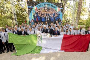 """Nazionale al Quirinale, Mattarella celebra gli 'eroi' di Wembley: """"Impresa meritata"""""""