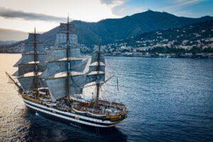Covid, 20 positivi a bordo della nave scuola Amerigo Vespucci. Messe in atto misure cautelative