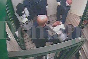 """""""Anche la direttrice con il manganello, sembravano drogati"""", l'accusa dell'ex detenuto sulla mattanza nel carcere di SMCV"""