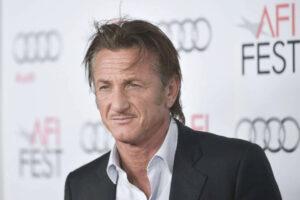 """Sean Penn e famiglia a Cannes per il riscatto dopo il fiasco de """"Il tuo ultimo sguardo"""""""