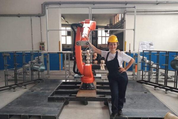 """A castel dell'Ovo va in scena """"Work"""", lo spettacolo con l'attore robot che dialoga con gli umani"""