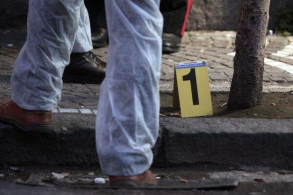 Agguato in pieno giorno a Napoli, spari contro 33enne: ipotesi 'guerra di camorra'