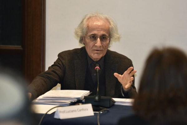 """Intervista a Luciano Canfora: """"Non ci sarà scissione nel Movimento, vogliono mantenere la maggioranza parlamentare"""""""