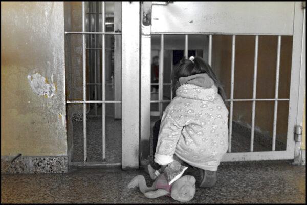 Orrore in Italia: due neonati sbattuti in cella con le mamme, ora ci sentiamo tutti più sicuri…