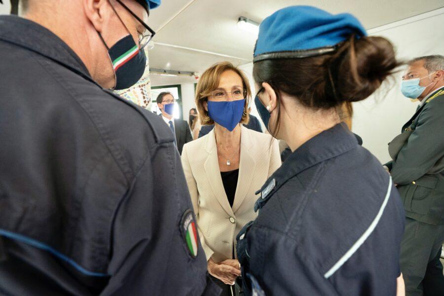 """Cartabia in visita a Napoli, l'appello dei penalisti: """"Più personale e risorse per evitare la paralisi delle aule"""""""
