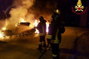 I cassonetti bruciati a Tor Bella Monaca