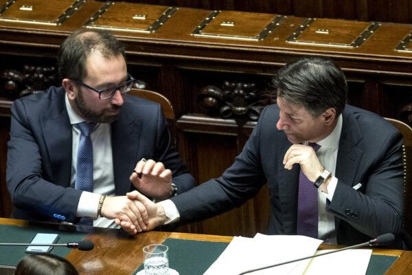 """Conte e i manettari del Pd gambe all'aria sulla giustizia, Renzi gode: """"Il M5S è morto"""""""