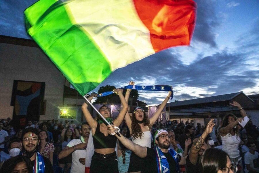 Focolaio Covid a Monteverde dopo la partita della Nazionale vista in un pub: oltre 70 casi