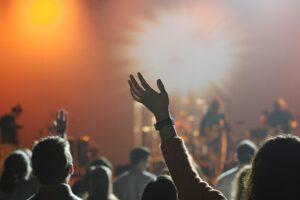 Roma, focolaio di Covid dopo concerto all'aperto: positivi 30 ragazzi