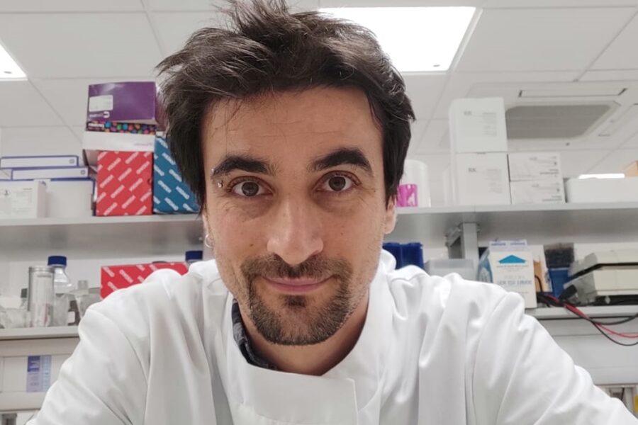"""Variante Delta, il virologo Cambridge: """"Quali sono i sintomi e perché è utile il vaccino"""""""