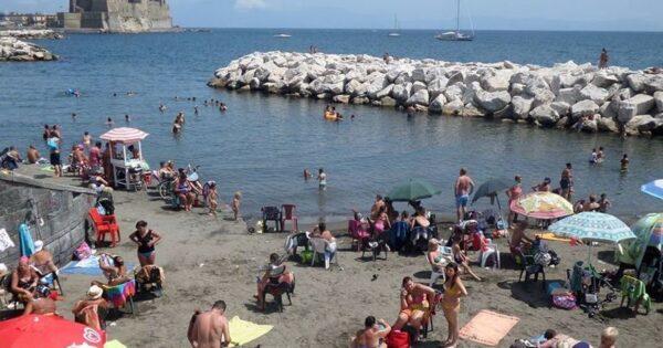 Perché a Napoli c'è il divieto di balneazione e fino a quando sarà in vigore