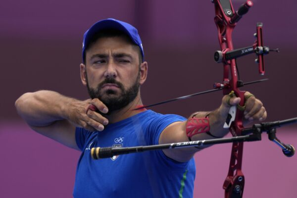 """Chi è Mauro Nespoli, medaglia d'argento nel tiro con l'arco a Tokyo: """"Ci riproverò a Parigi, e magari anche a Brisbane"""""""