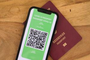 Green pass, obbligatorio o no? Quali paletti impone la Costituzione