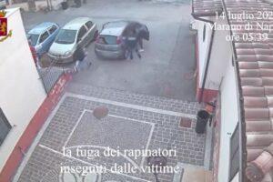 """""""Aprite siamo i Carabinieri"""", finta perquisizione diventa un colpo da 100mila euro: commando incastrato dai video"""