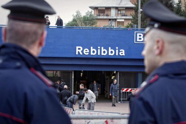 Morta alla fermata metro Rebibbia, era la compagna dell'uomo trovato cadavere in una valigia