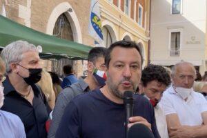 """Salvini straparla di """"razzismo contro giovani e discoteche"""":l'ultima crociata della Lega"""