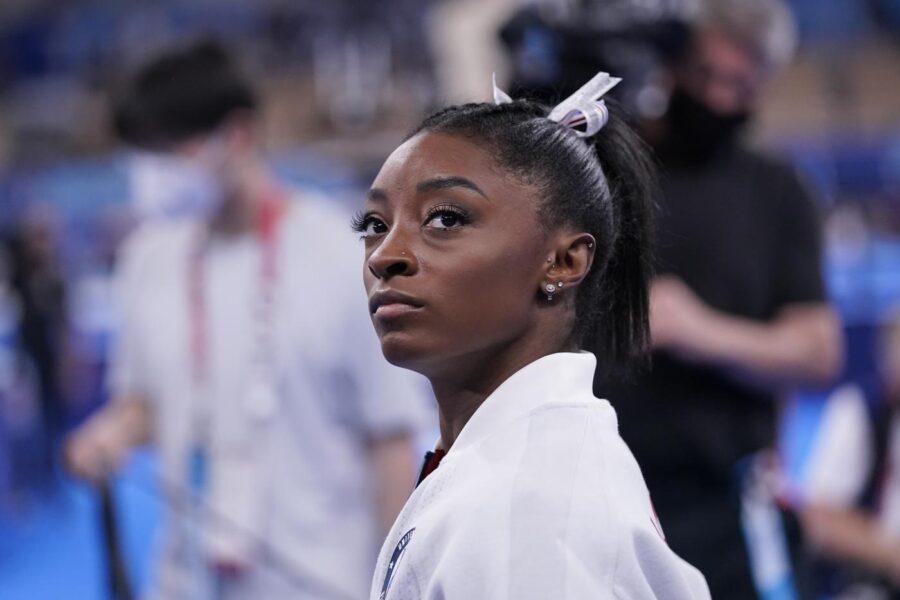 Cosa sono i twisties, i 'demoni' che hanno fermato la ginnasta Simone Biles