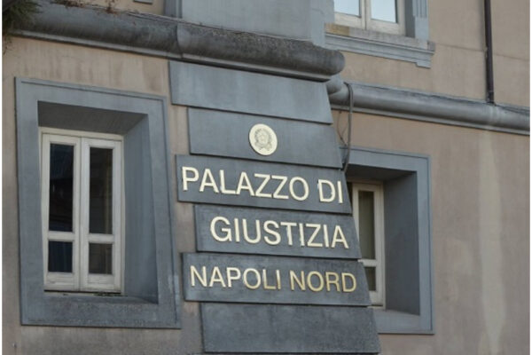 A Napoli nord il Tribunale di frontiera: pochi uffici, impiegati ridotti all'osso, sedie e bagni contati