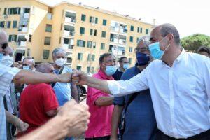 Nicola Zingaretti presidente regione Lazio incontra gli abitanti delle case Ater a San Basilio – Facebook /  @nicolazingaretti